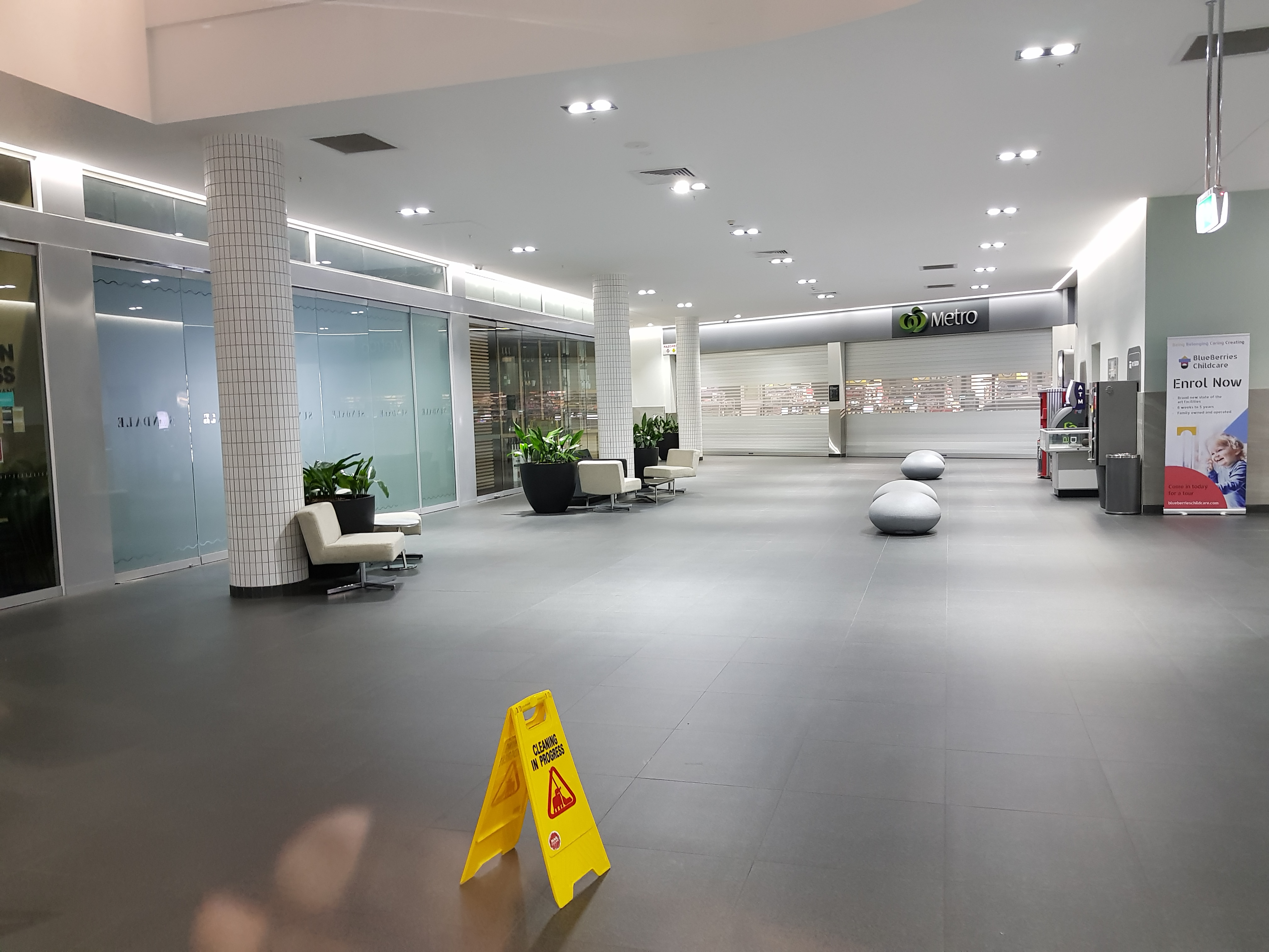 Shopping mall tiled floor maintenance cleaning and repairs